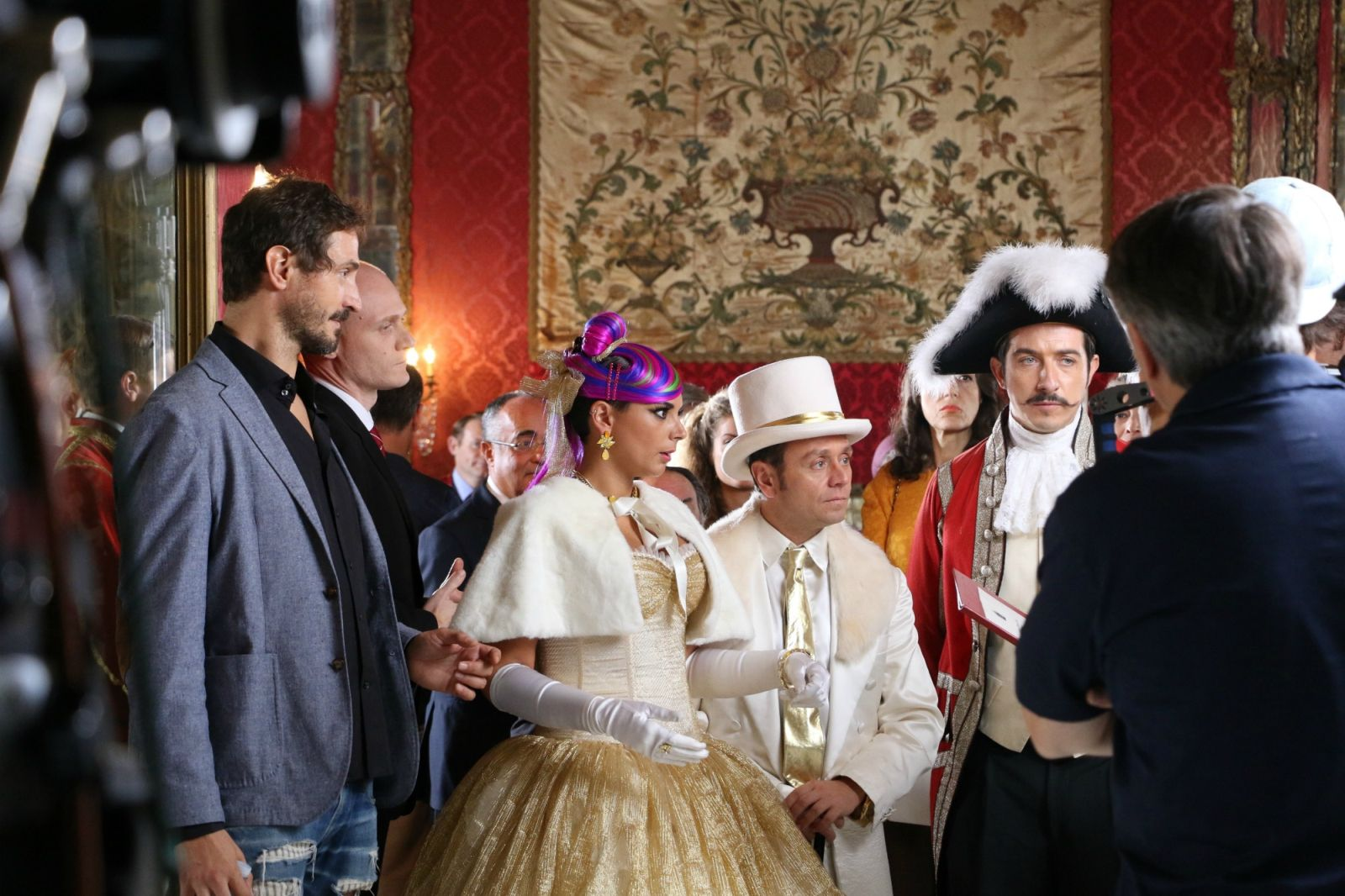Natale a Londra - Dio salvi la Regina: un'immagine di gruppo dal set