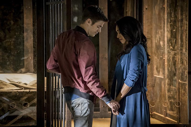 The Flash: un'immagine di Grant Gustin e Candice Patton in Flashpoint