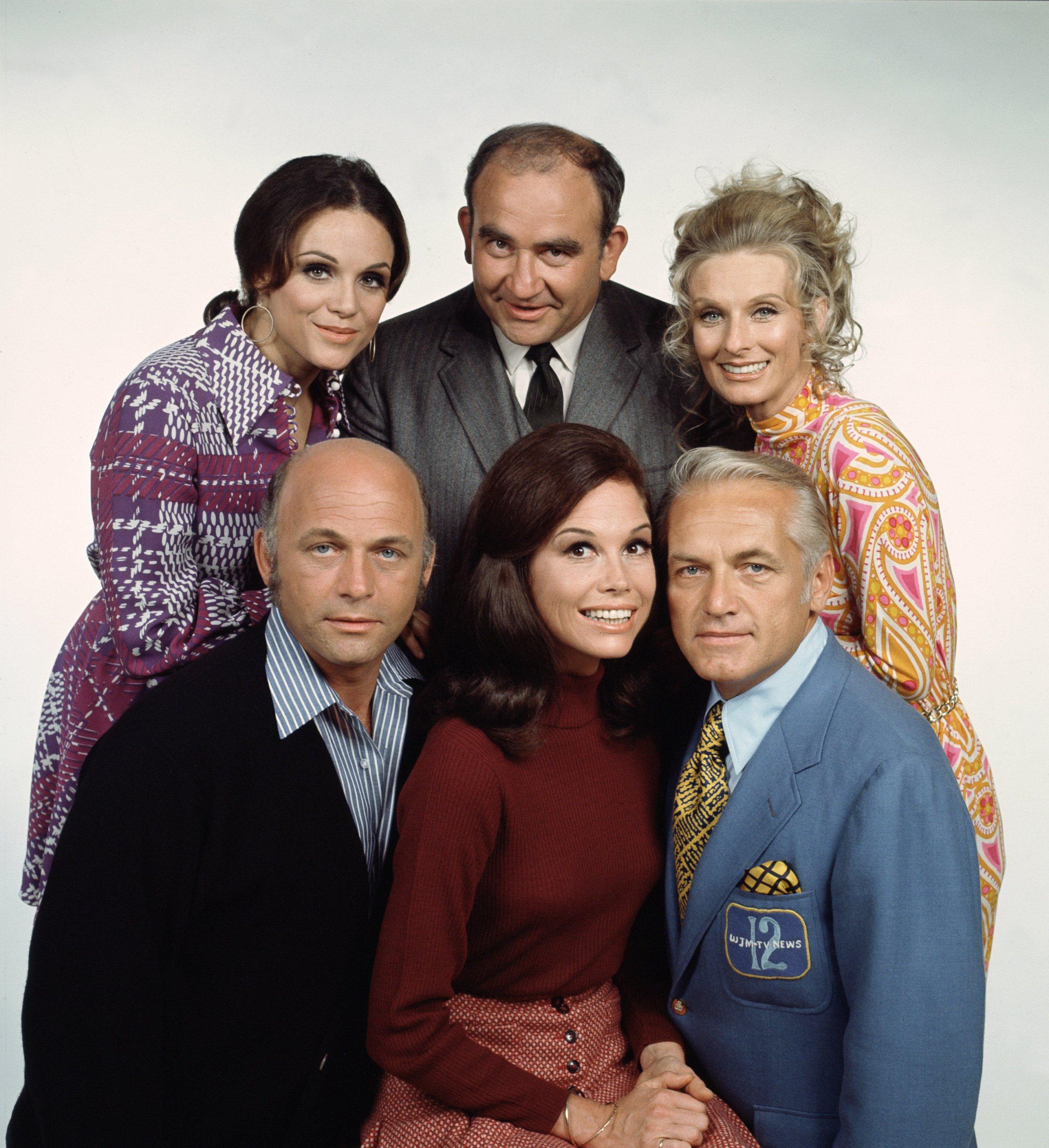 Mary Tyler Moore: il cast della serie in una foto promozionale