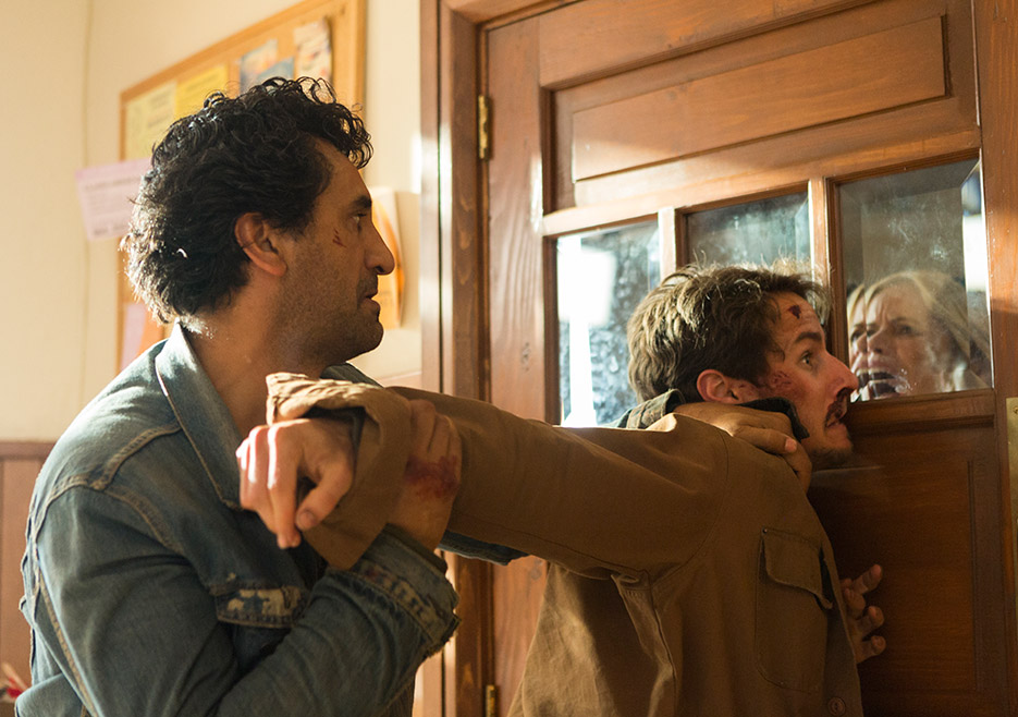 Fear the Walking Dead: Cliff Curtis nell'episodio Wrath