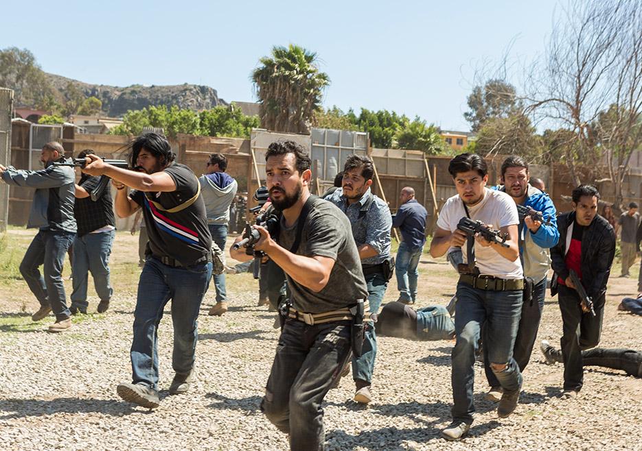 Fear the Walking Dead: una scena d'azione con Alejandro Edda