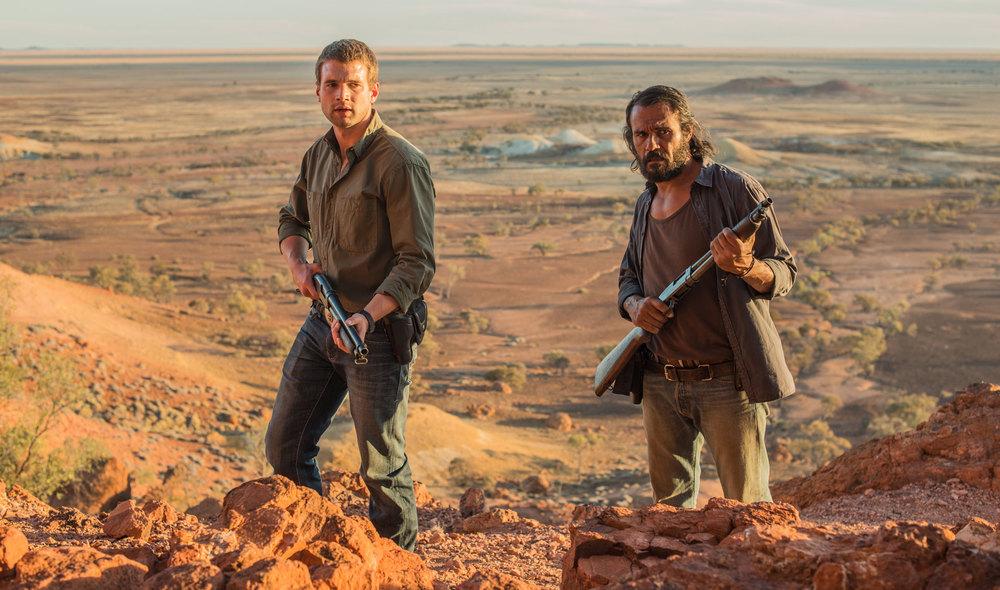 Goldstone: Aaron Pedersen e Alex Russell in una scena del film
