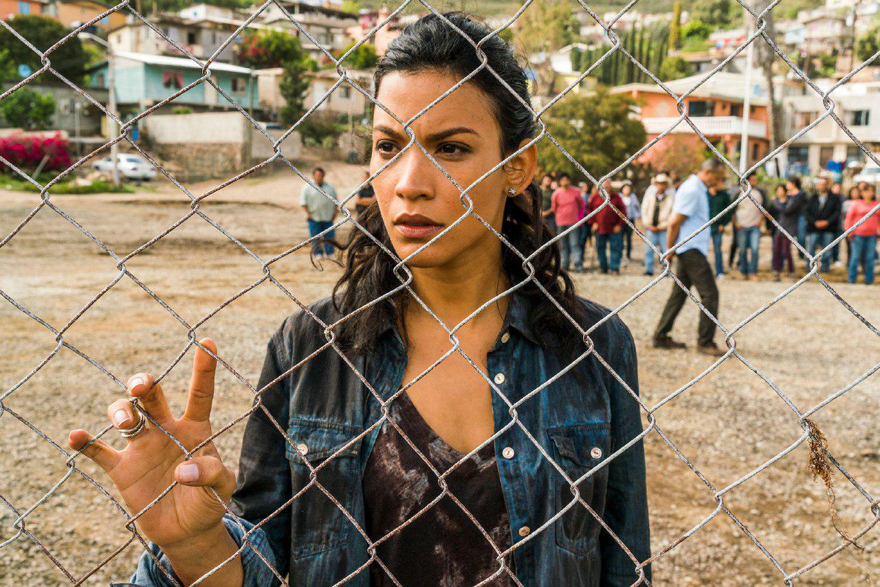 Fear the Walking Dead: Danay Garcia in una scena
