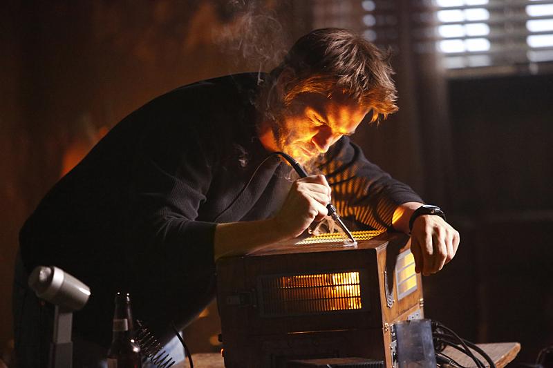 Frequency: l'attore Riley Smith in una foto del primo episodio