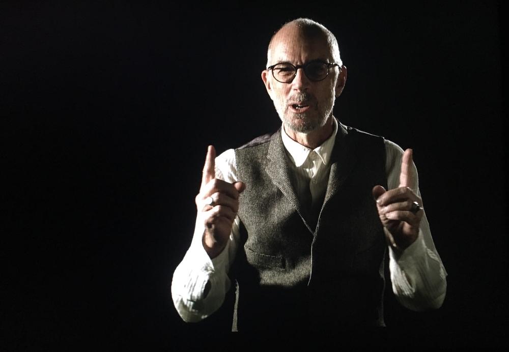 Cinque mondi: Gabriele Salvatores in un'immagine del documentario