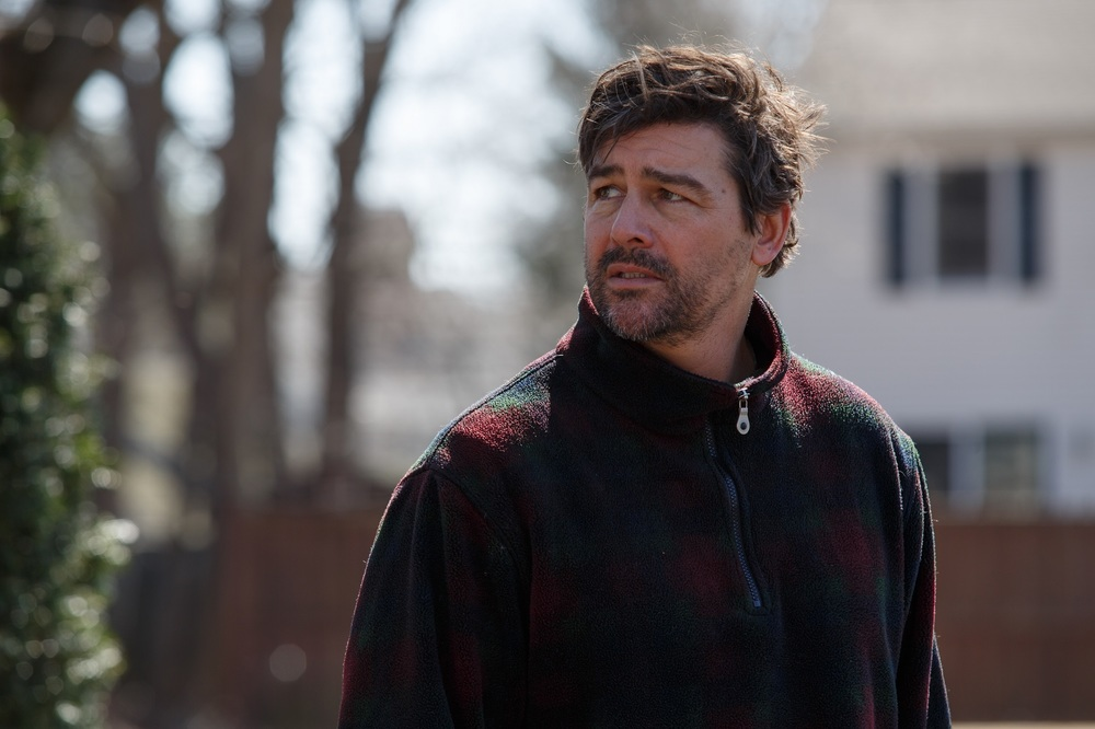 Manchester by the Sea: Kyle Chandler in un momento del film
