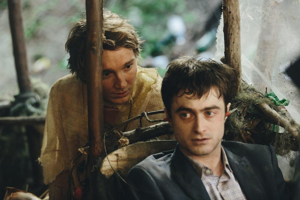 Swiss Army Man - Un amico multiuso: Daniel Radcliffe e Paul Dano in un momento del film