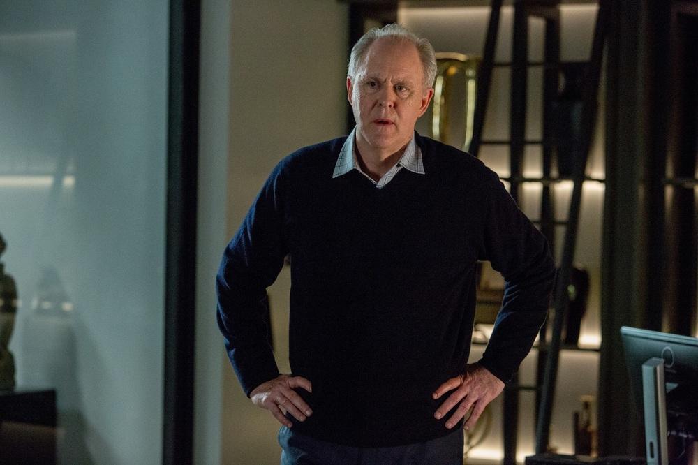The Accountant: John Lithgow in una scena del film