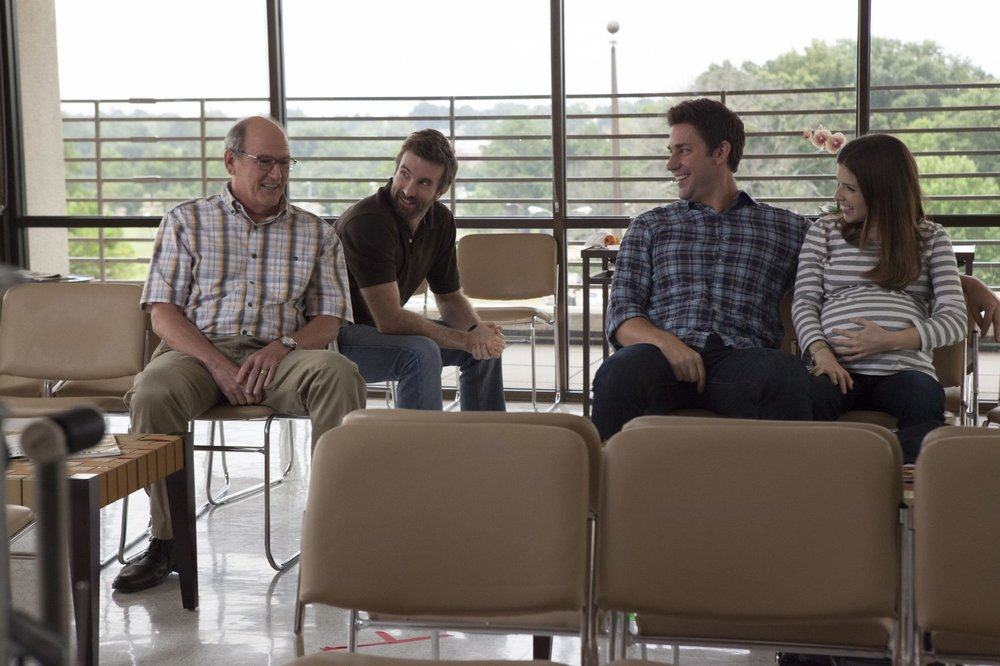 The Hollars: John Krasinski, Charlie Day, Richard Jenkins e Anna Kendrick in una scena del film