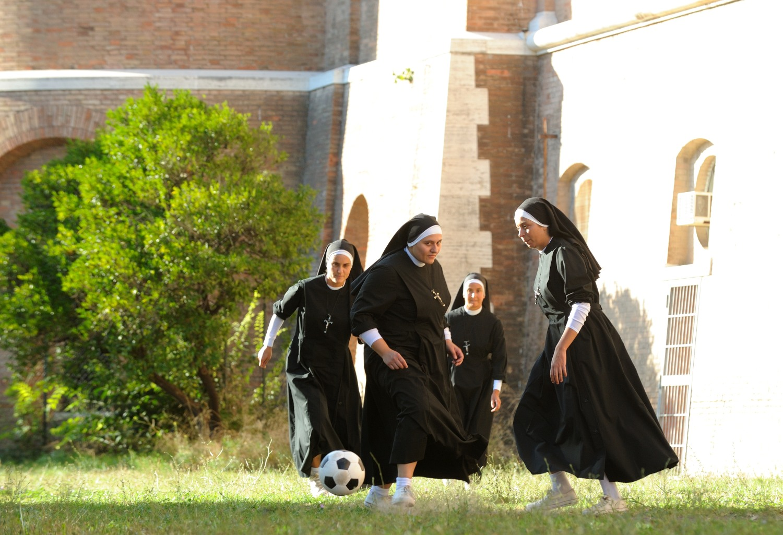 The Young Pope: un momento della partita a calcetto tra suore