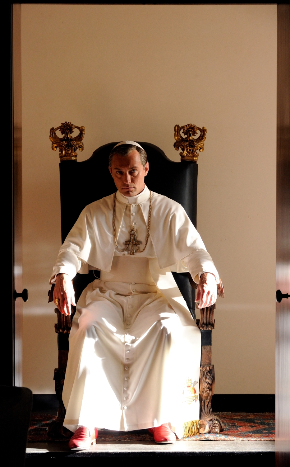 The Young Pope: una foto del protagonista Jude Law