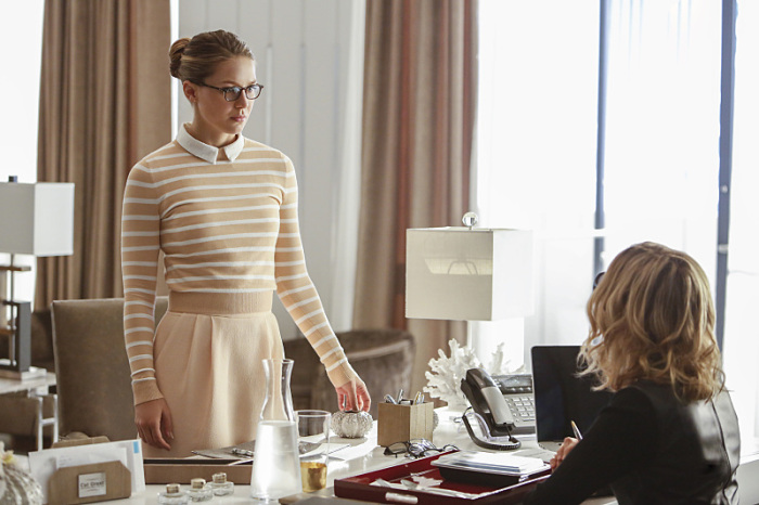 Supergirl: le attrici Melissa Benoist e Calista Flockhart in The Adventures of Supergirl