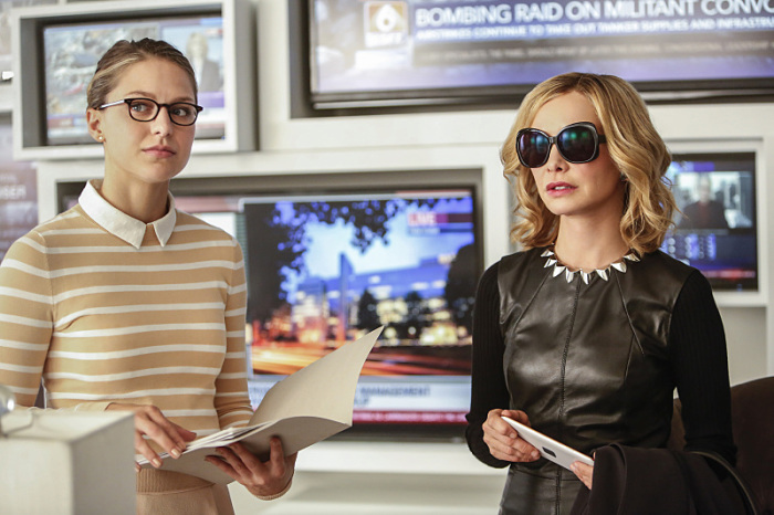 Supergirl: Melissa Benoist e Calista Flockhart in una foto di The Adventures of Supergirl