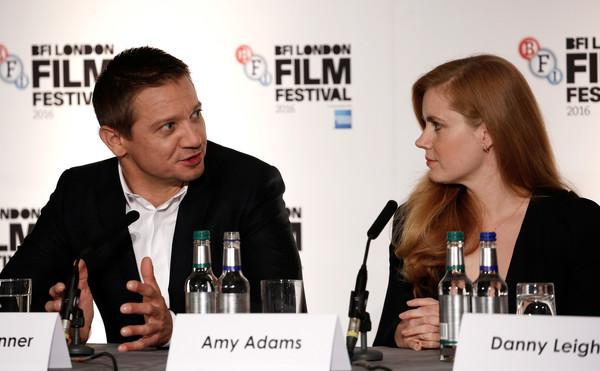 Arrival: Jeremy Renner e Amy Adams alla confererenza del London Film Festival