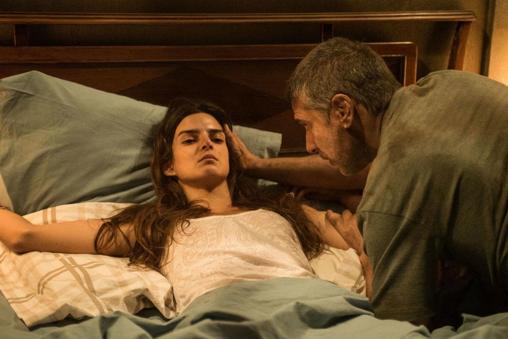 At the End of the Tunnel: Clara Lago e Leonardo Sbaraglia in una scena del film