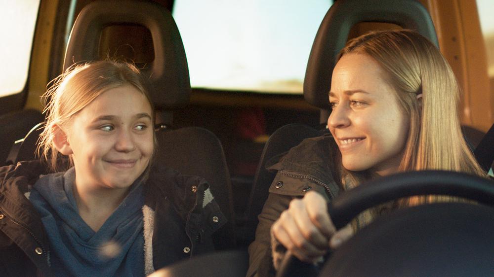 Little Wing: Paula Vesala e Linnea Skog insieme in una scena del film