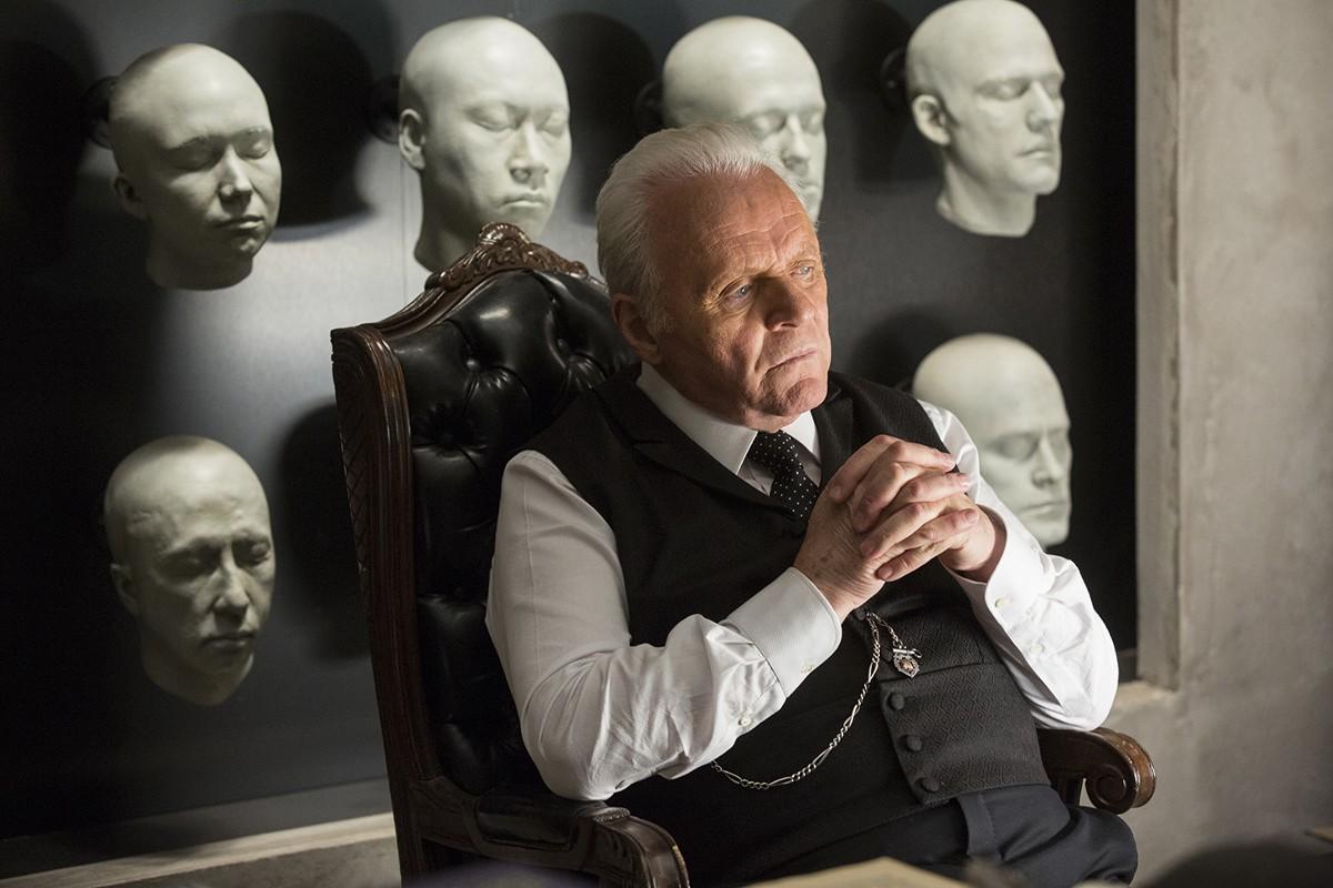 Westworld: Anthony Hopkins nell'episodio The Stray