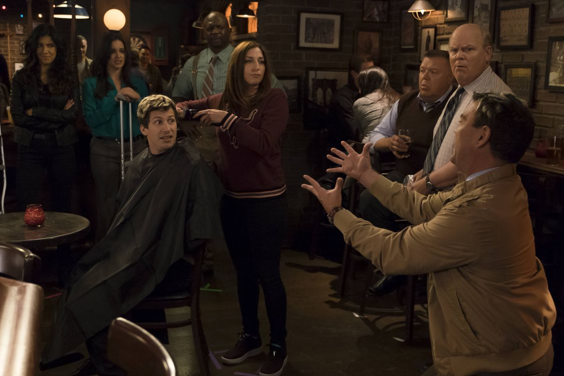 Brooklyn Nine-Nine: i protagonisti della serie in The Night Shift