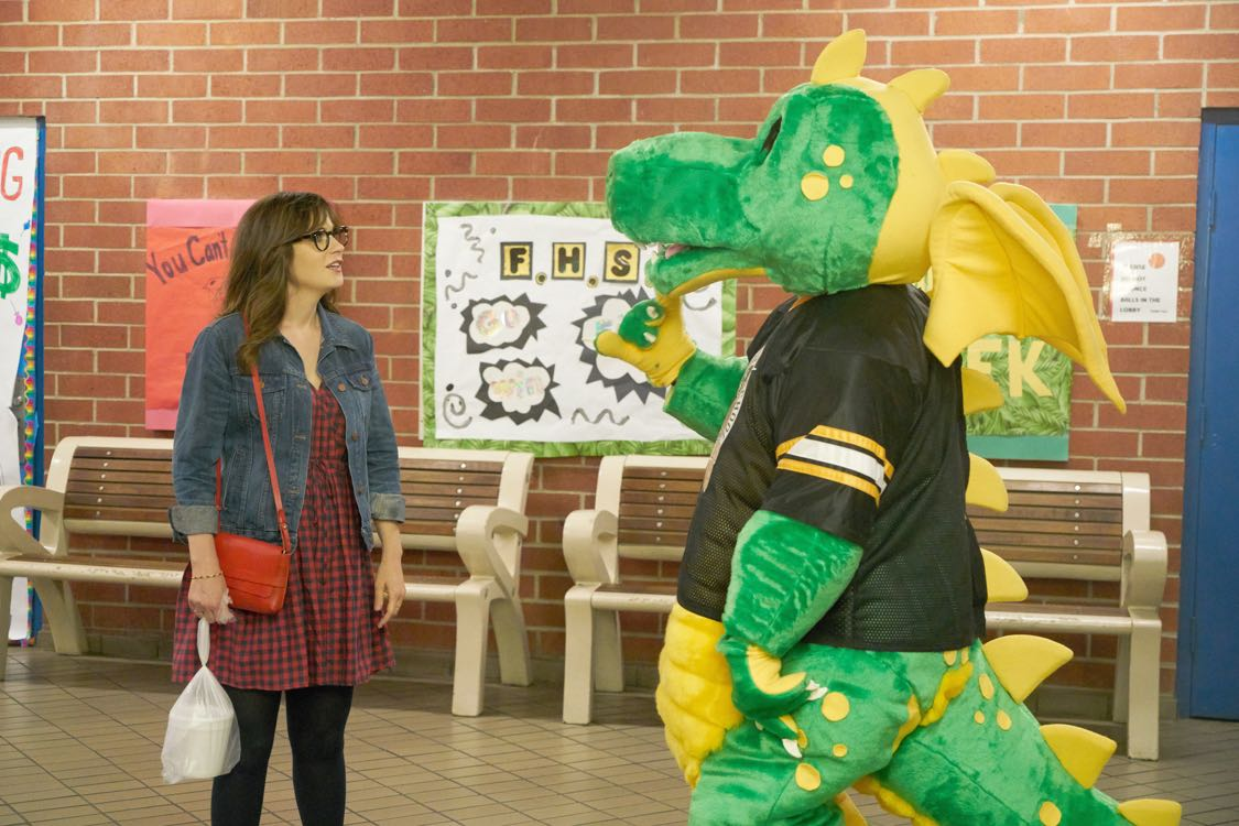 New Girl: un'immagine dell'attrice Zooey Deschanel in Homecoming