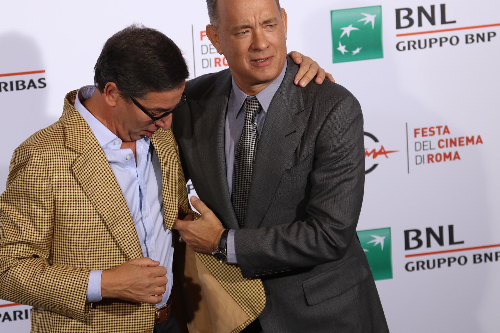 Roma 2016: Tom Hanks scherza con Antonio Monda al photocall