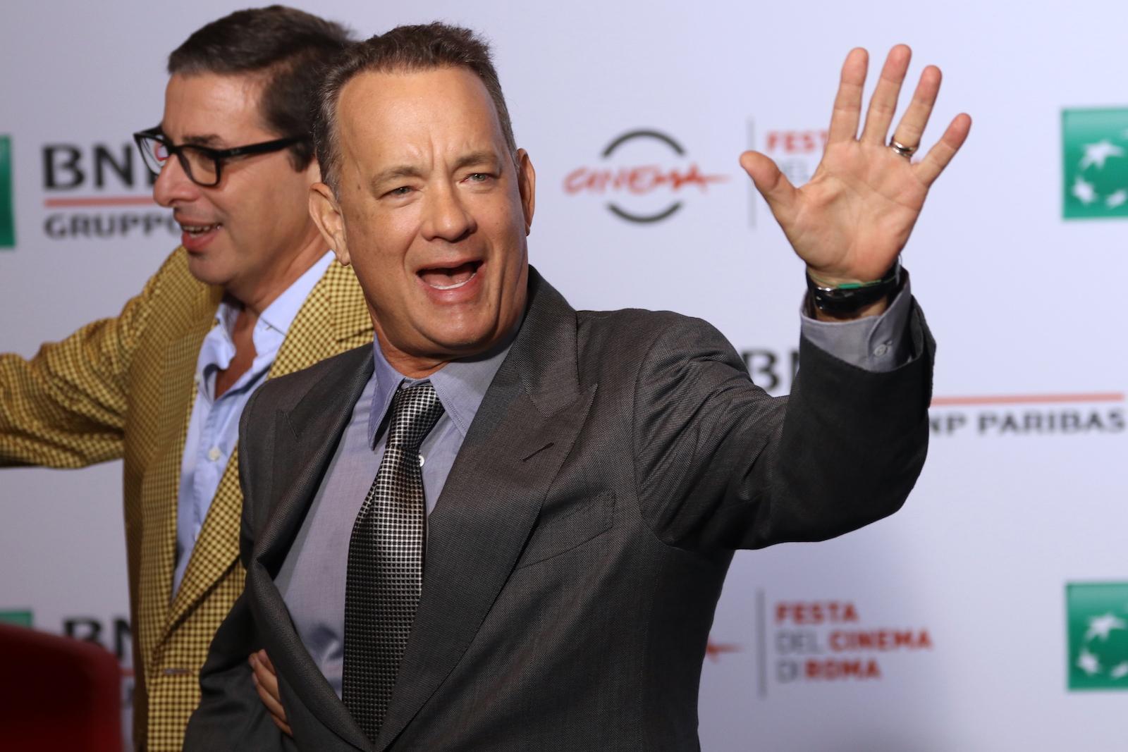 Roma 2016: Tom Hanks saluta i fotografi al photocall