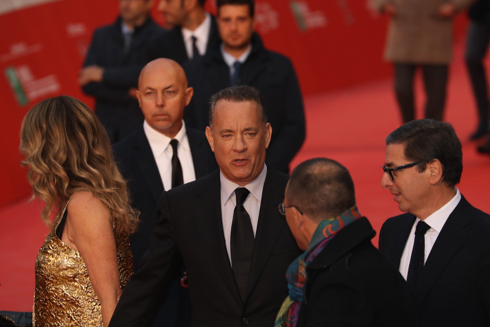 Roma 2016: Tom Hanks mentre attraversa il red carpet