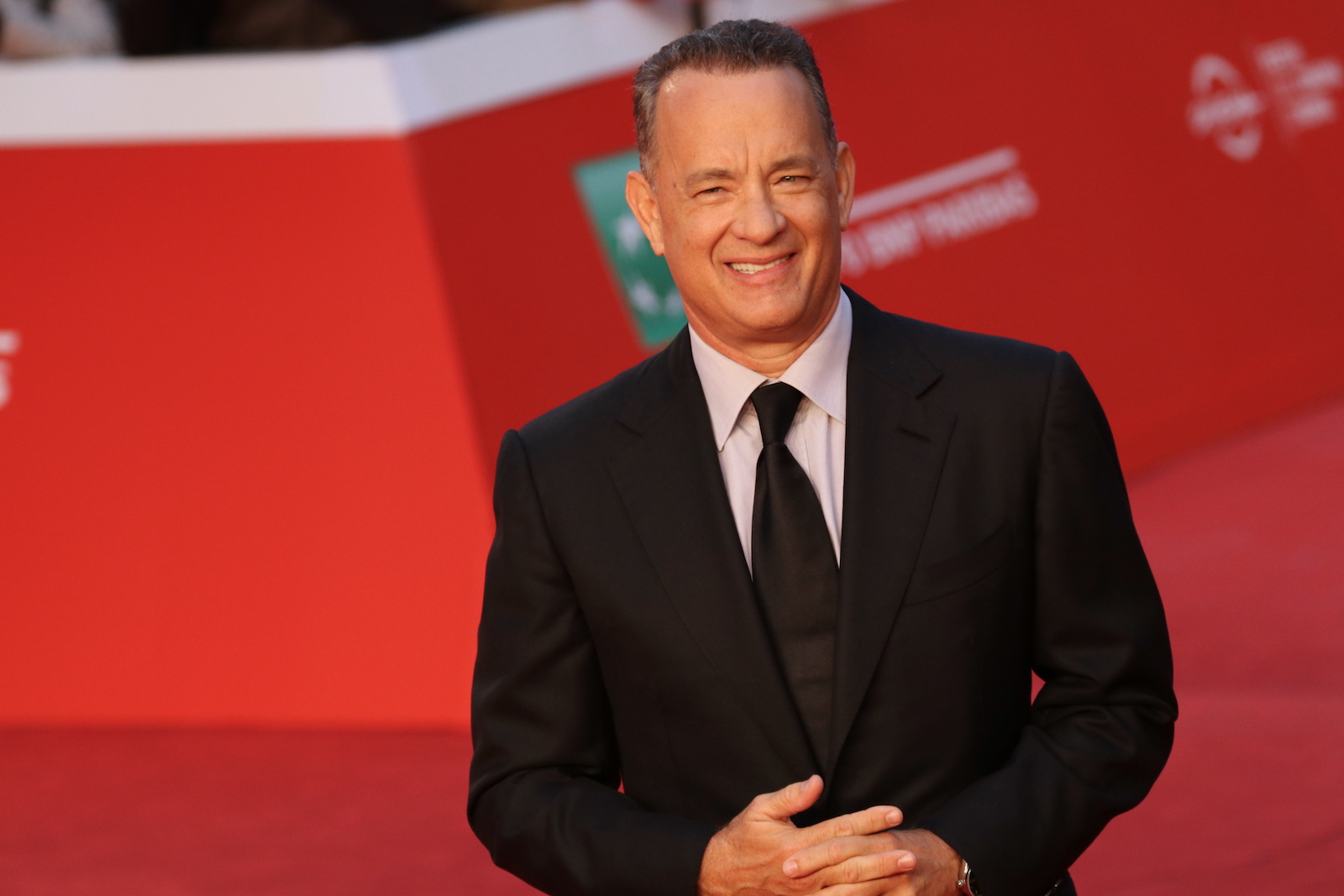 Roma 2016: Tom Hanks sorridente sul red carpet