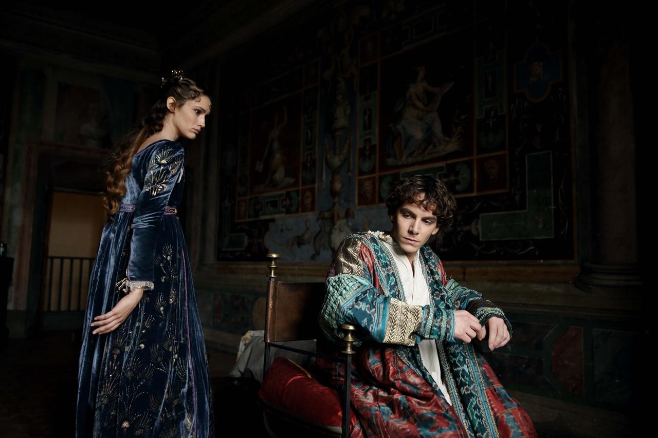 Medici, Masters of Florence: un'immagine di Valentina Bellè e Alessandro Sperduti