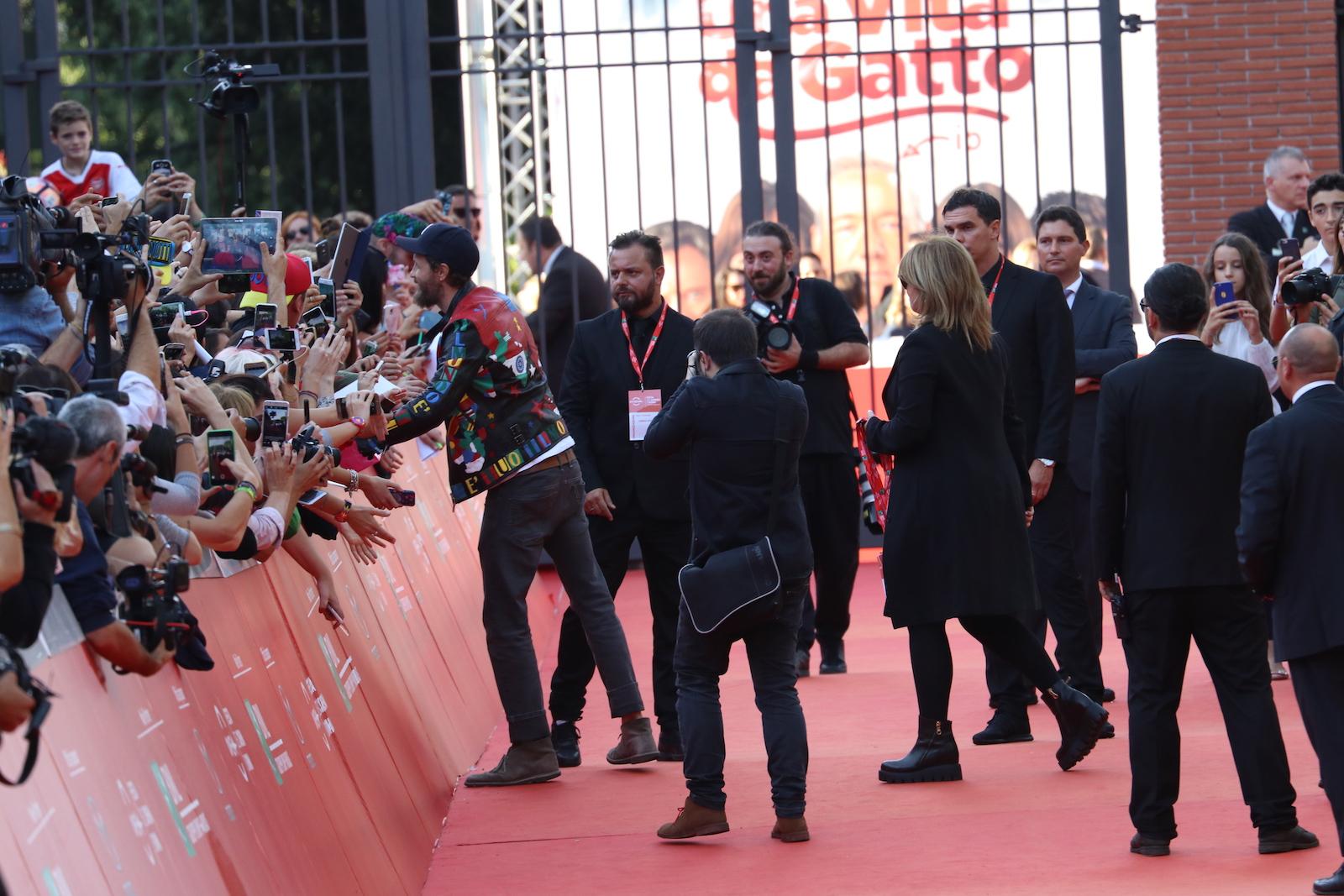 Roma 2016: Jovanotti firma autografi sul red carpet