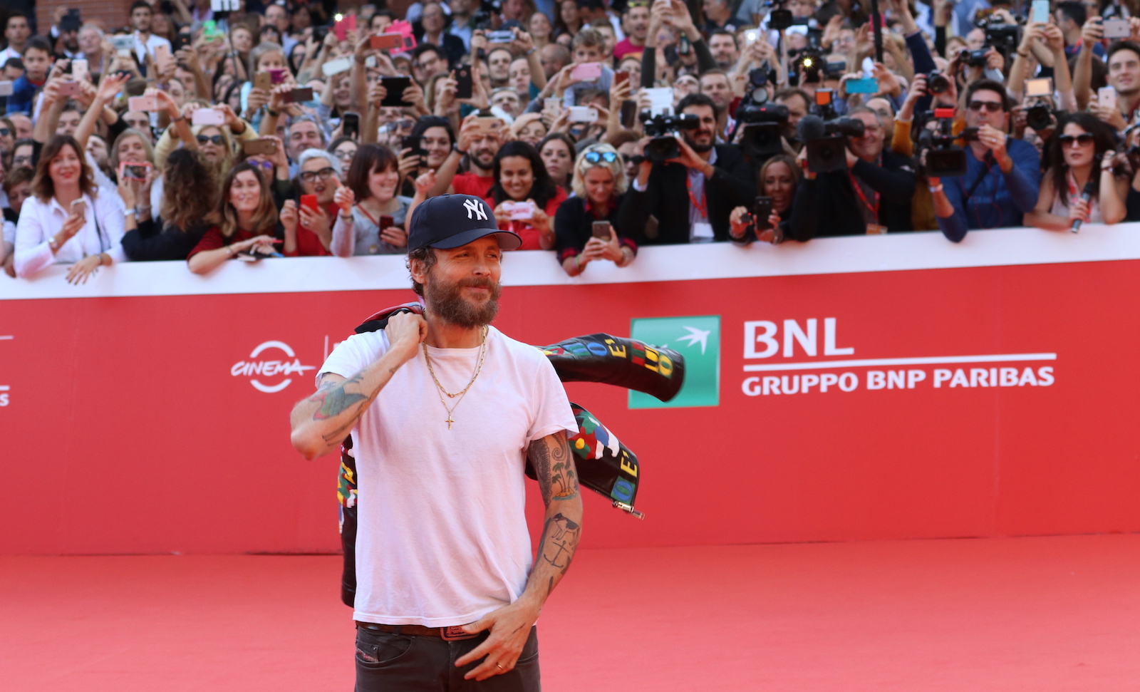 Roma 2016: Jovanotti in posa sul red carpet