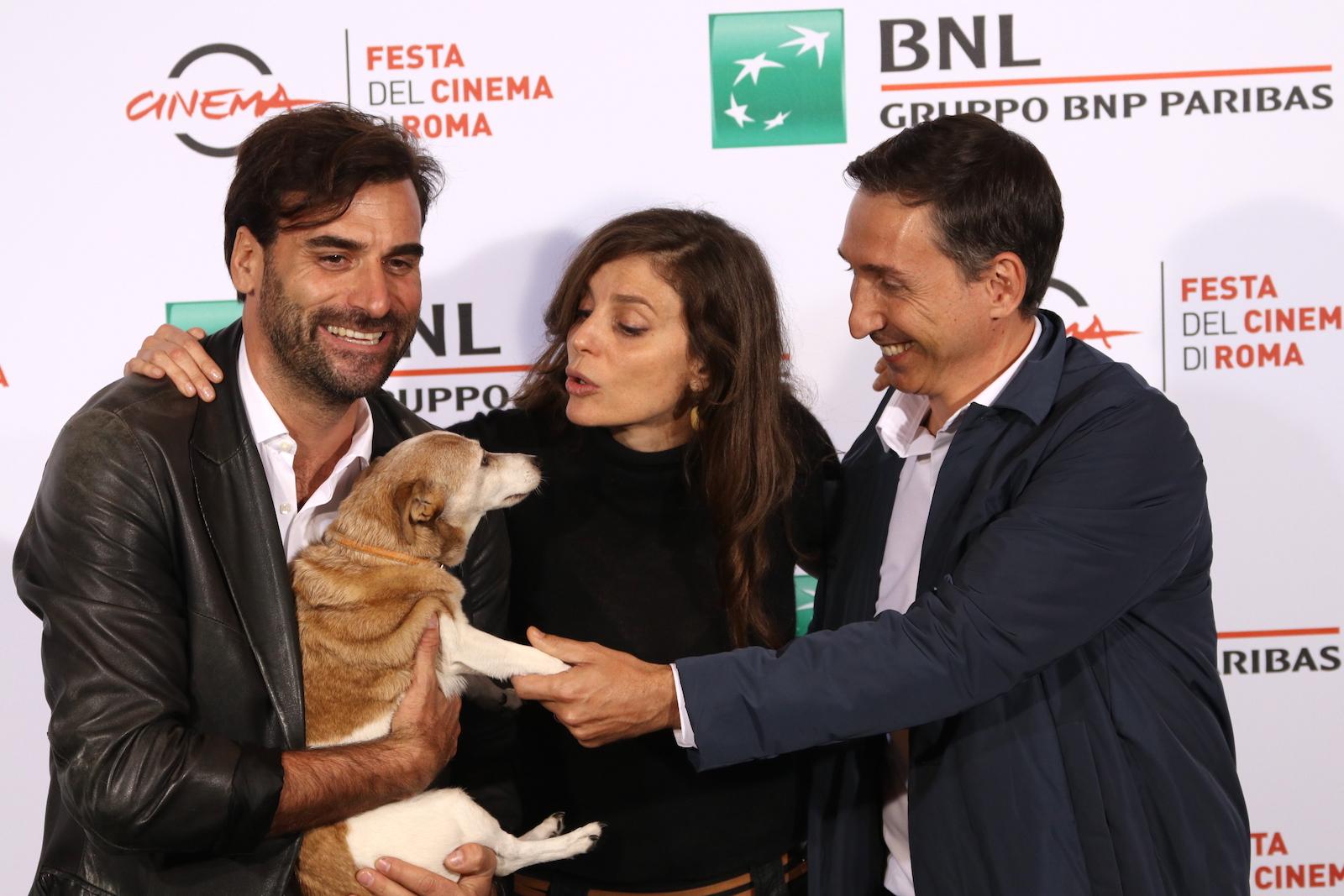 Roma 2016: Karen Di Porto, Cyro Rossi, Nicola Mancini e la cagnolina Bea al photocall di Maria per Roma