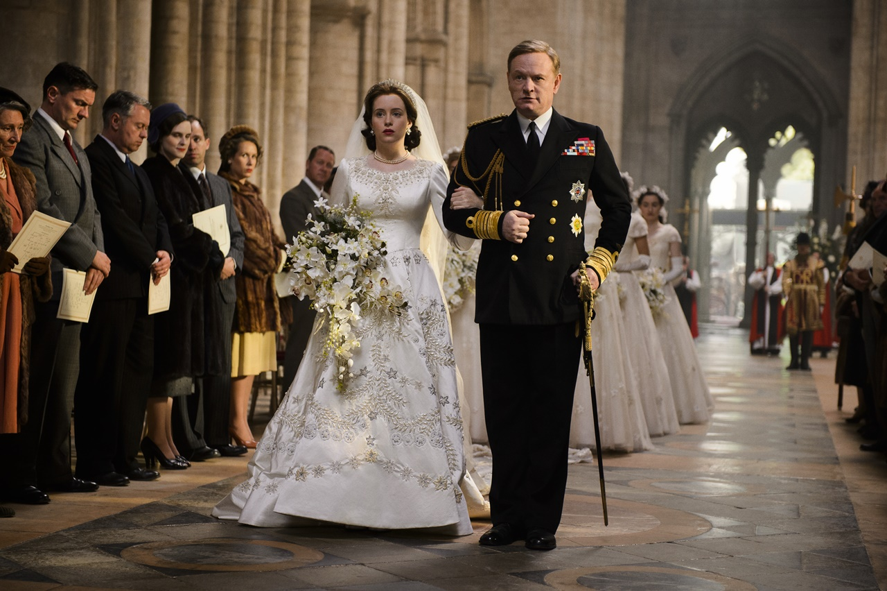 The Crown: Claire Foy e Jared Harris in una foto del primo episodio