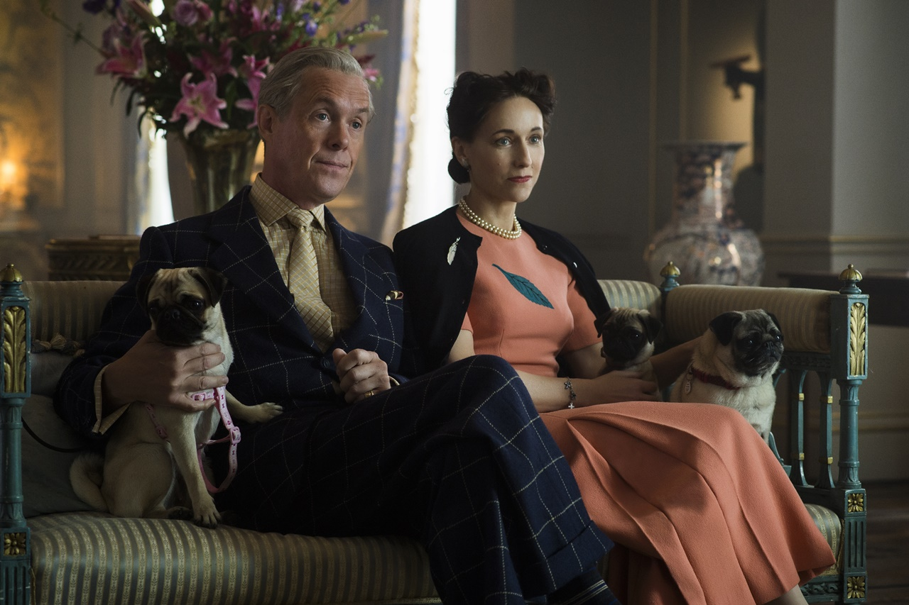 The Crown: Alex Jennings e Lia Williams in una foto della serie
