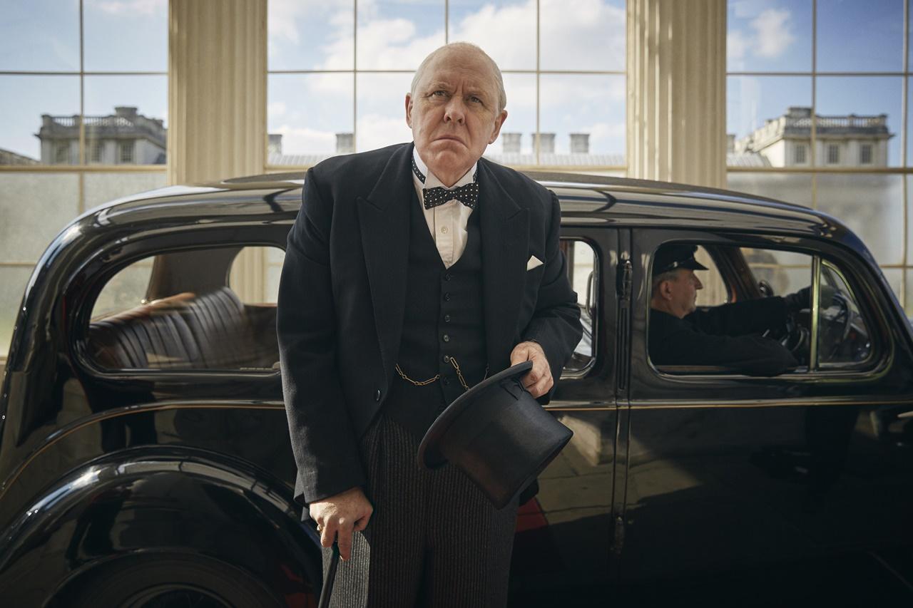 The Crown: l'attore John Lithgow è Winston Churchill