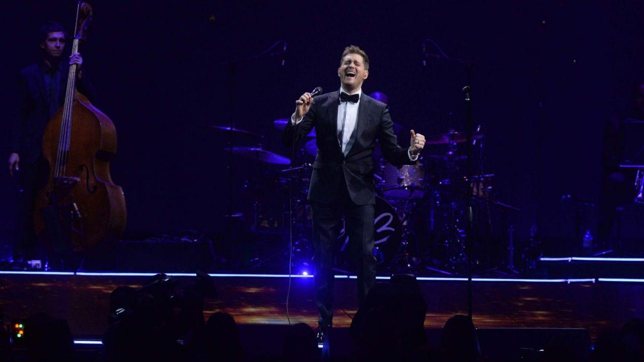 Michael Bublé - Tour Stop 148: Bublé sul palco in un'immagine del documentario