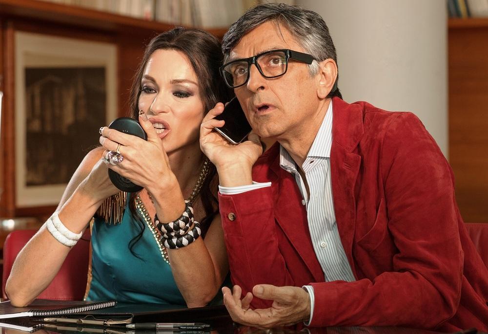 Non si ruba a casa dei ladri: Vincenzo Salemme e Stefania Rocca in un momento del film