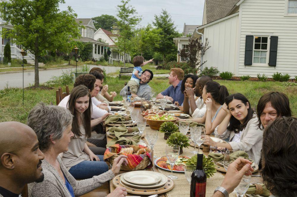 The Walking Dead: la cena di famiglia mostrata in The Day Will Come When You Won't Be