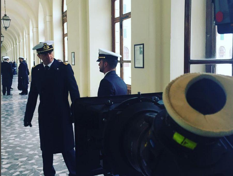 Romanzo famigliare: una Guido Caprino gira in Accademia Navale