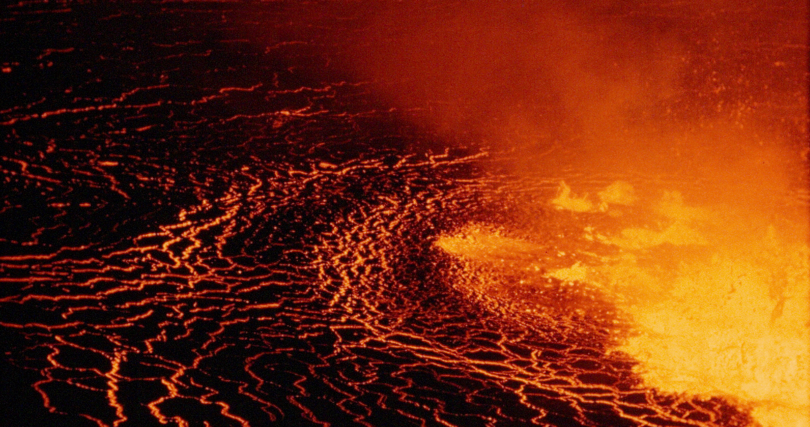 Dentro l'inferno: un fiume di lava nel documentario di Herzog