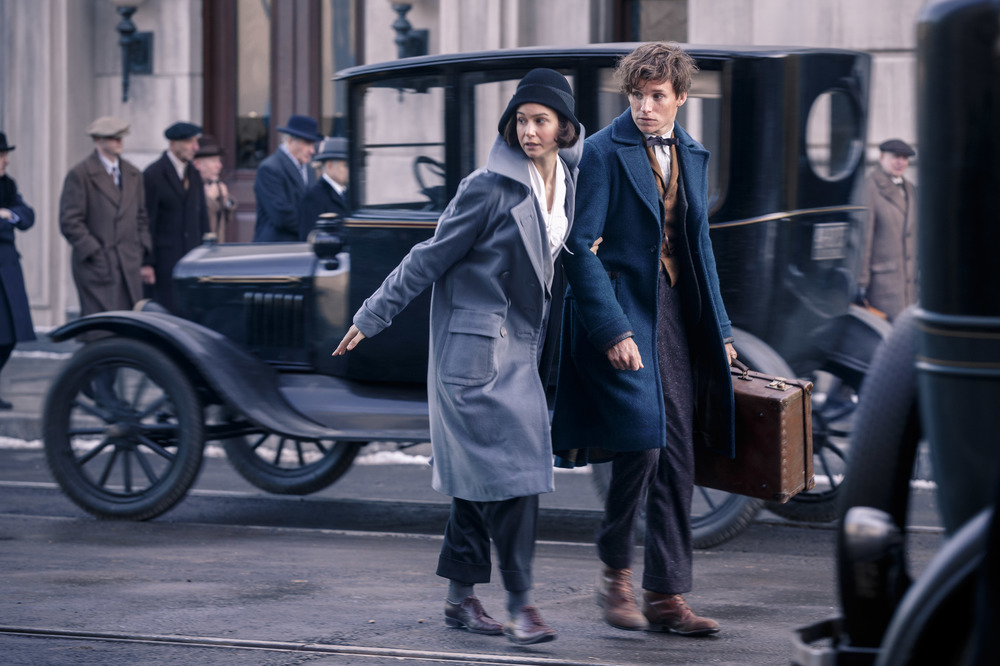 Fantastic Beasts and Where to Find Them: Katherine Waterston ed Eddie Redmayne interpretano Tina e Newt
