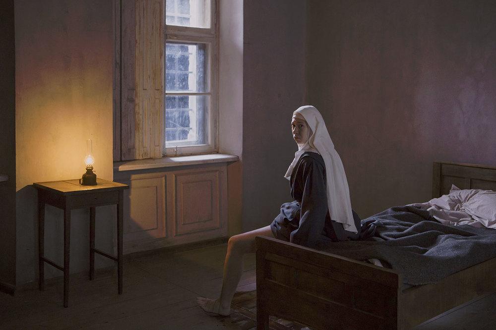 Agnus Dei: Helena Sujecka in una scena del film