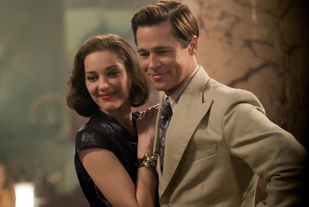 Allied - Un'ombra nascosta: Brad Pitt e Marion Cotillard in un'immagine tratta dal film