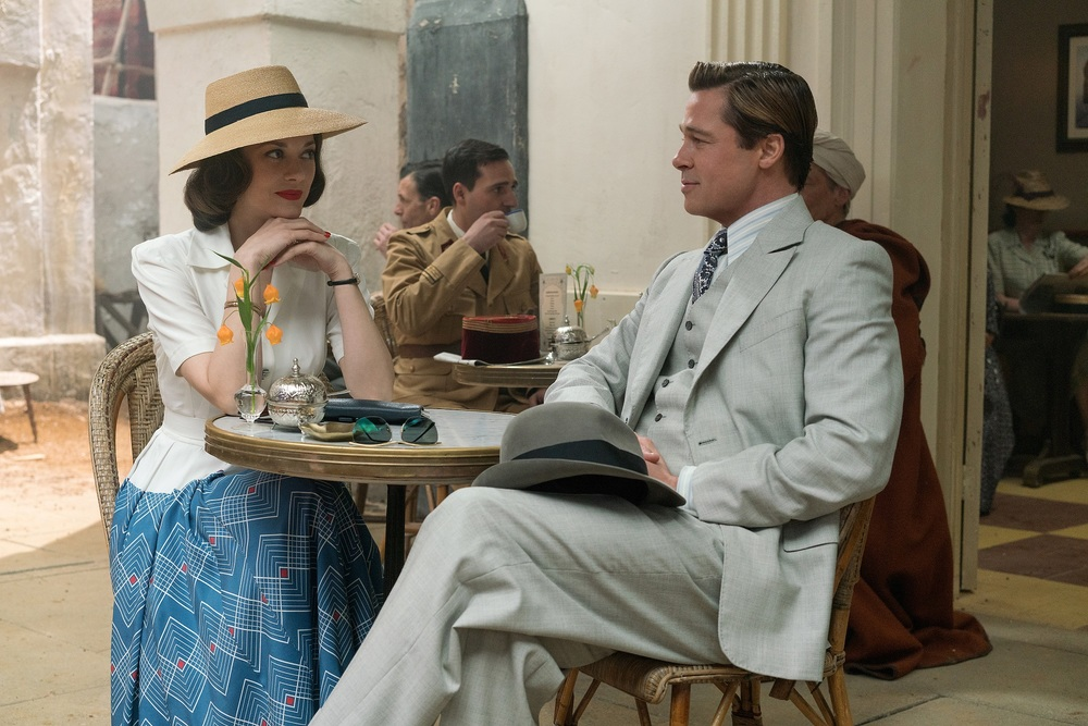 Allied - Un'ombra nascosta: Brad Pitt e Marion Cotillard in un'immagine del film