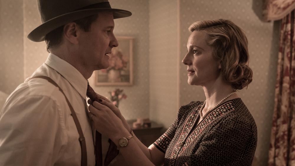 Genius: Colin Firth e Laura Linney in una scena del film