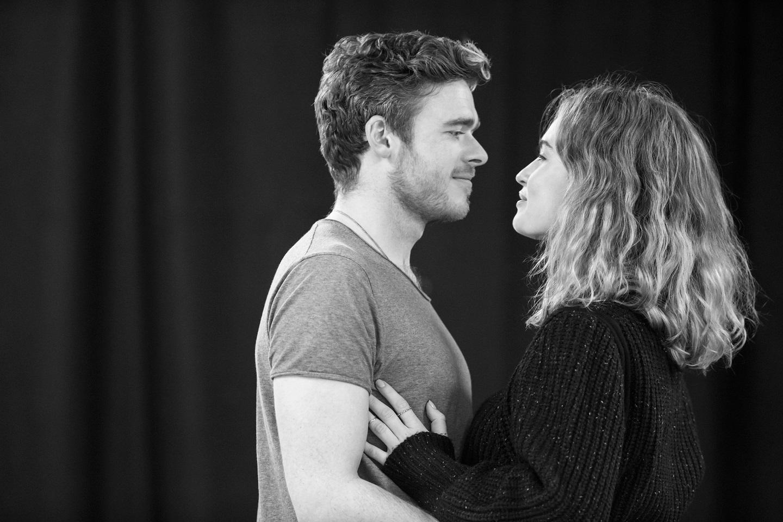 Kenneth Branagh Theatre Company - Romeo e Giulietta: Lily James e Richard Madden insieme in un'immagine promozionale