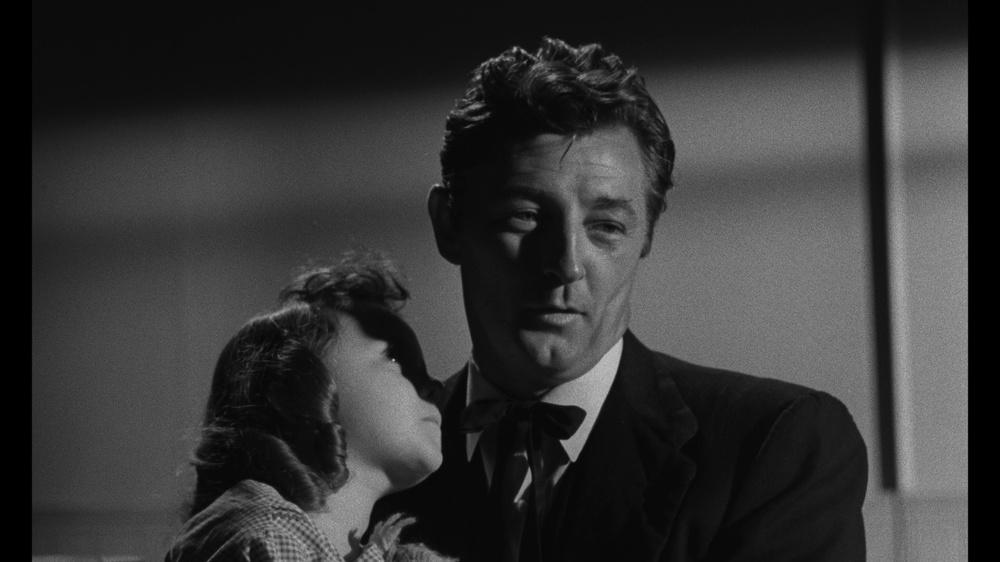 La morte corre sul fiume: Robert Mitchum in un momento del film