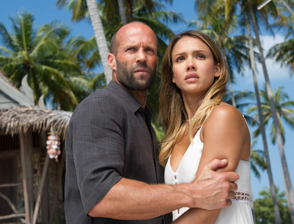Mechanic: Resurrection, Jason Statham e Jessica Alba in una scena del film