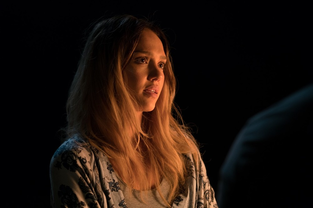 Mechanic: Resurrection, Jessica Alba in una scena del film