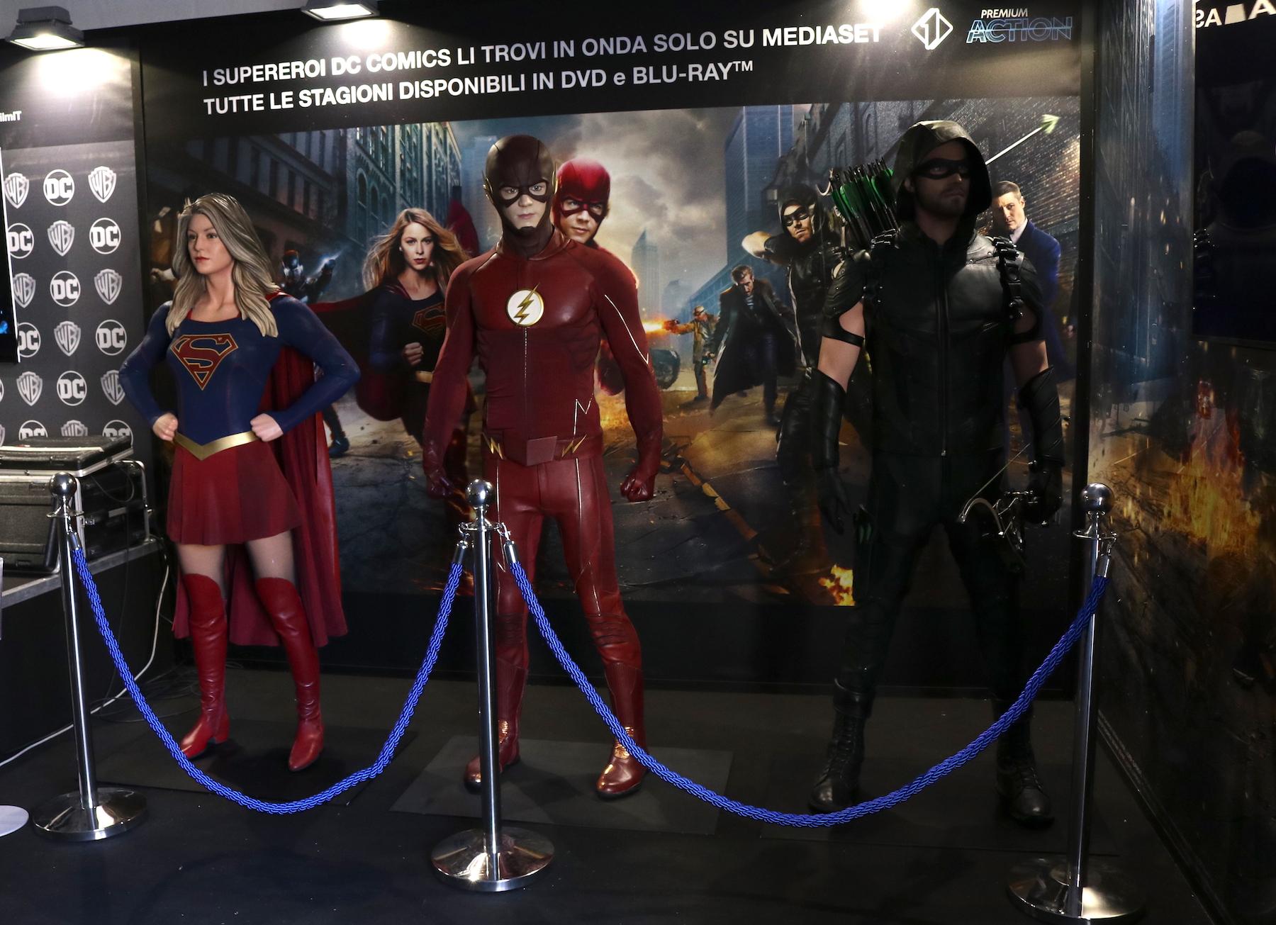 Lucca 2016: costumi originali delle serie DC al padiglione Warner
