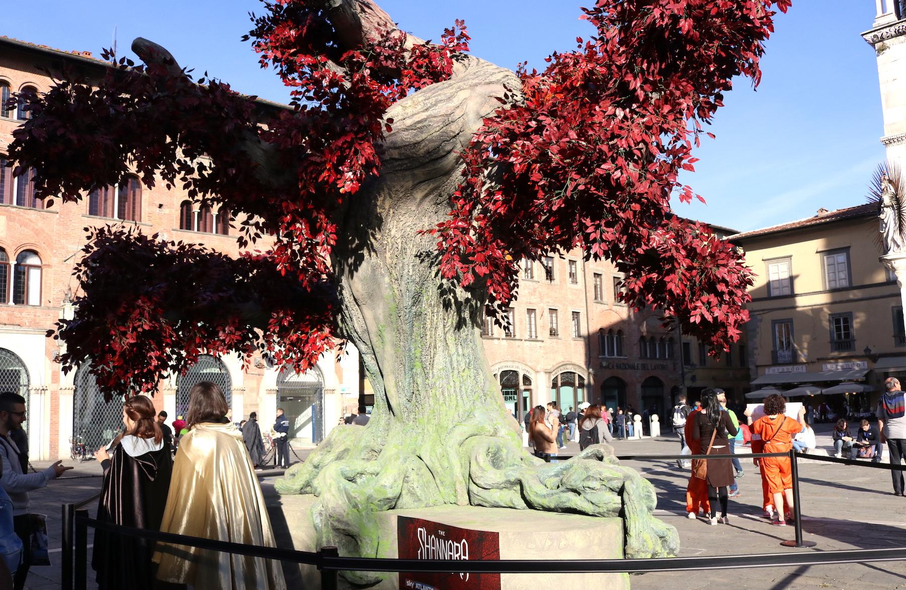 Lucca 2016: riproduzione dell'albero di Shannara